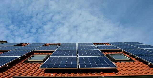 solární panely na střeše.jpg