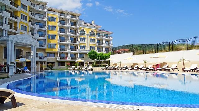 bytový komplex s bazénem